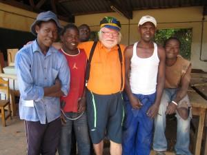 Pauli ugandalaisessa kuurojen työpajassa Kampalassa 2011