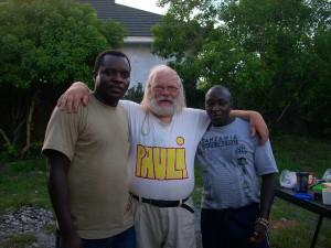 Pauli ystävineen (kenialainen ja tansanialainen) Zanzibarissa 2006