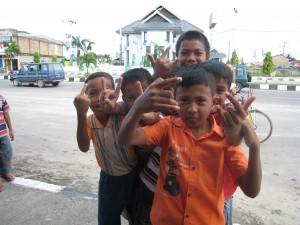Indonesialaisia poikia