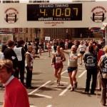 London Marathon 1984, lähtöalueelta lähtöviivalle kesti yli 6 minuuttia, joten oikea aika 4.04