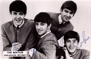 BBC lähetti kuuntelijoilleen nipun 60-luvun suosikkien valokuvia. Eniten sain Beatles-kuvia. Ne ovat vieläkin aarteeni, koska Beatles vapautti minut Hiiden kylän tynnyristä